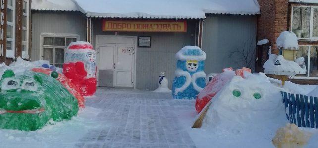 Снежный школьный двор